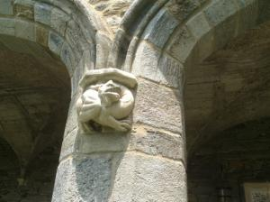 Bryn-Mawr-College-Cloisters-column-detail