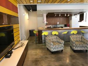 Eckerd-College-Dorm-Kitchen-TV-room