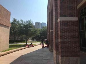 U-Tampa-Nursing-students-outside-Sykes-Chapel